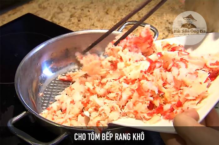 xào tôm, món ăn, bếp, nấu ăn trong bếp, chế biến đồ ăn