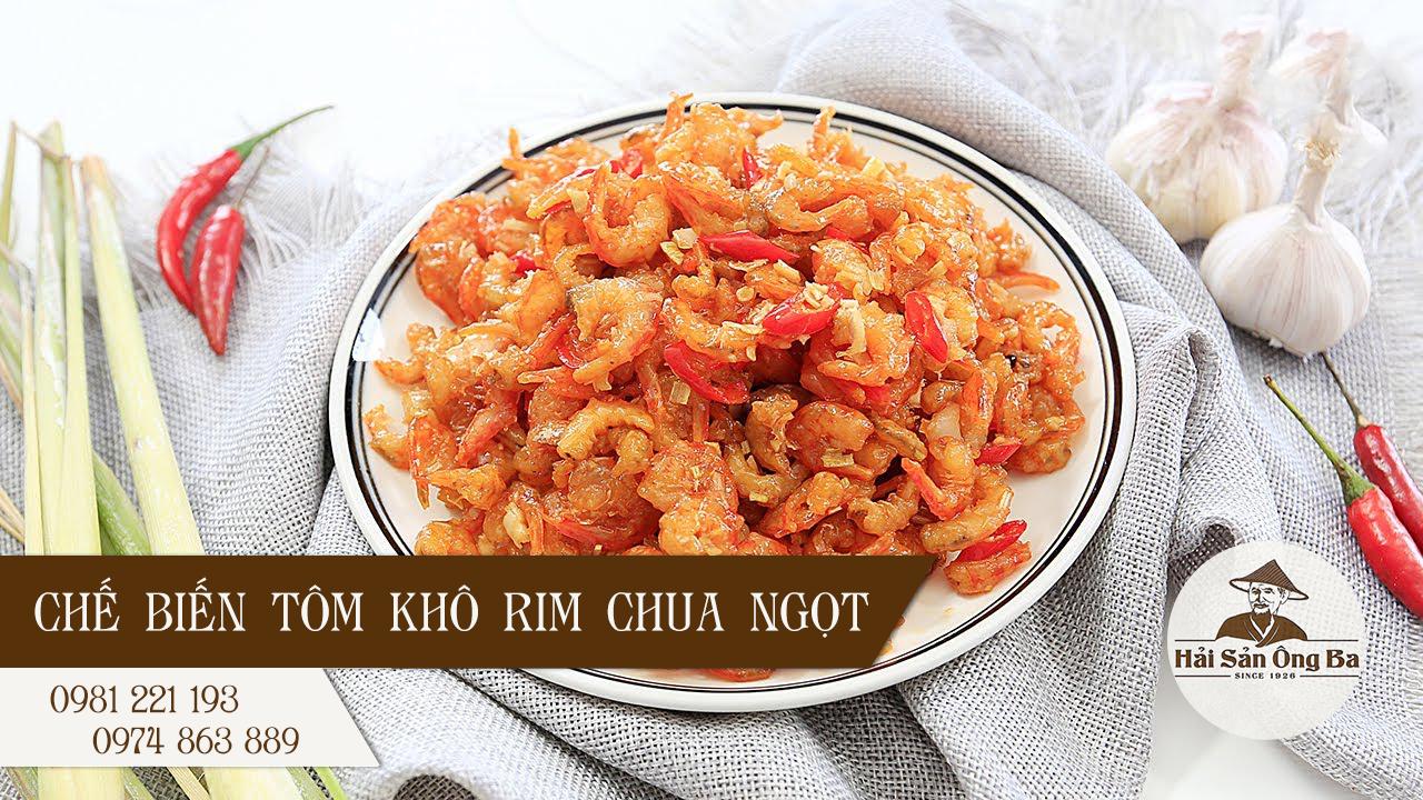 đĩa tôm khô rim chua ngọt, quả ớt, củ sả, củ tỏi, chữ